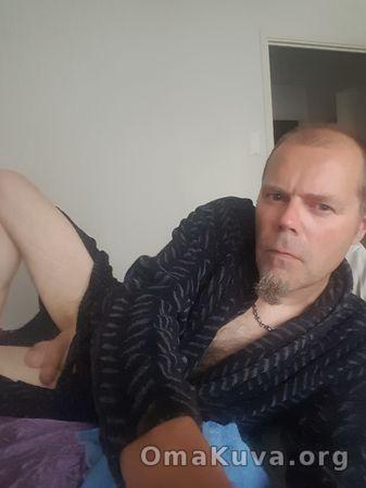 seksikuvat alastonkuvat runkkaava mies