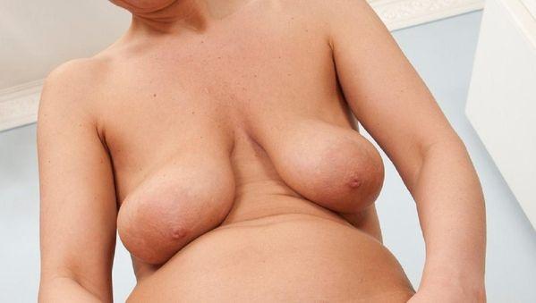 posliini vai puska alaston omakuva